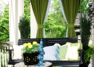 Touches of tie plants and existing greenery into your design with ease.