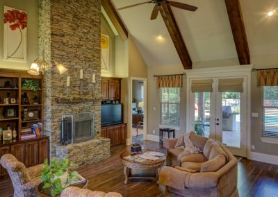 Stone fireplaces, exposed wooden beams... we're in love!